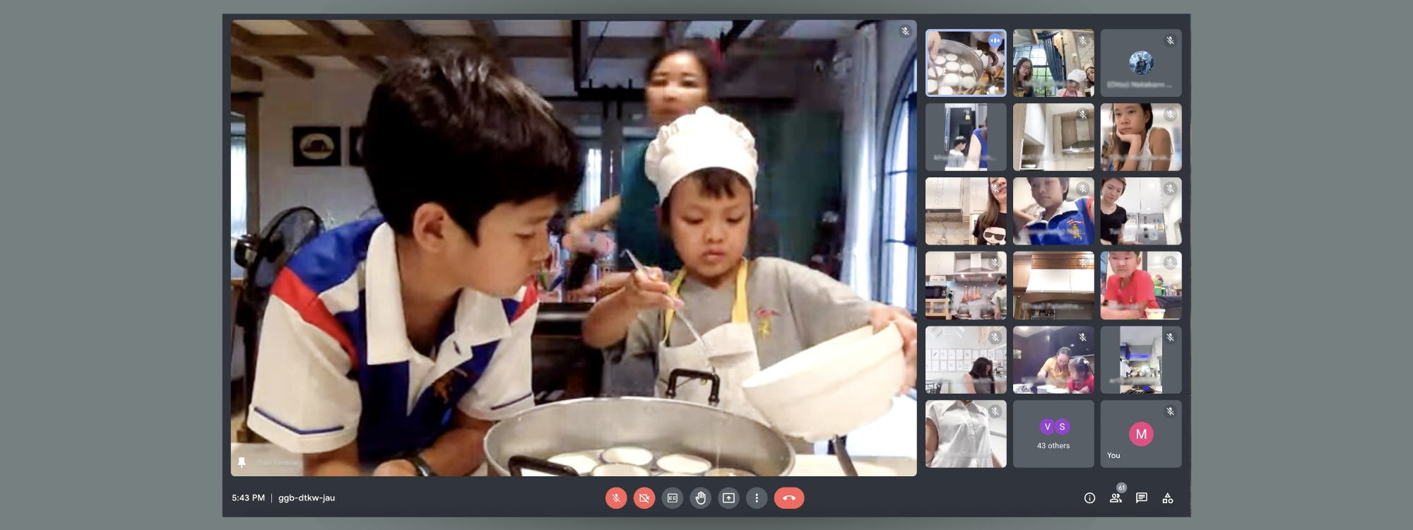 Homemade Ka-nom-thuay by families of King's Bangkok